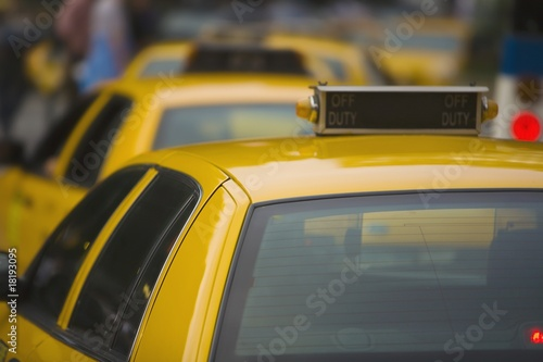new york taxis wait in line