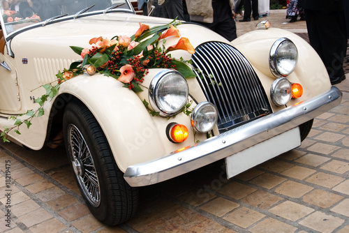 Vintage Wedding Flowers on Vintage Wedding Car Decorated With Flowers    Patrick Poendl  18219475