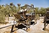 alte Kutschen aus dem Wilden Westen auf einer Ranch poster