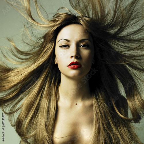 Poster Beautiful woman with magnificent hair