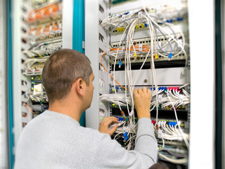 Network engineer solve the communication problem