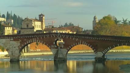 Zoom su ponte Pietra