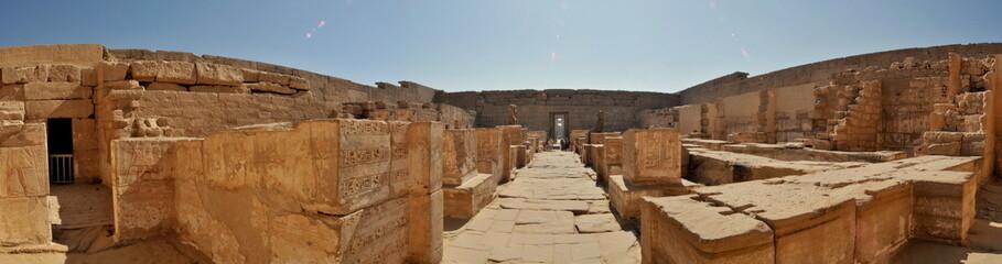 cours intérieure temple égyptien