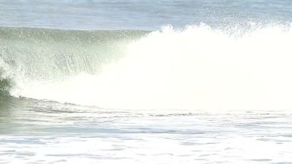 surfer en action sur une vague