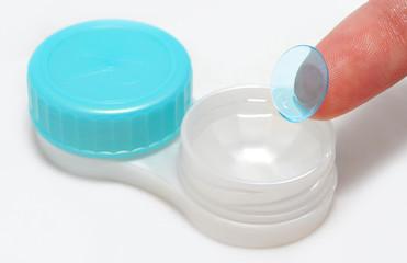 Contact lens preparing