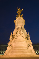 London - Victory memorial in night