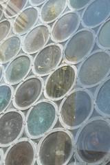 vetrata con cerchi