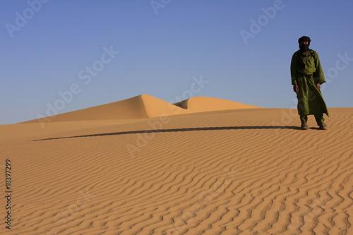 Fotobehang Algerije Dunes d'Algérie avec Touareg
