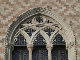 Balcón gótico-flamigero en el Palacio Ducal de Venecia