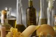 Varietà di olio d oliva e pasta cruda
