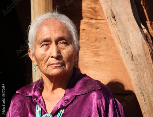 fototapeta na ścianę Piękna 77 lat stary Navajo Kobieta w podeszłym wieku