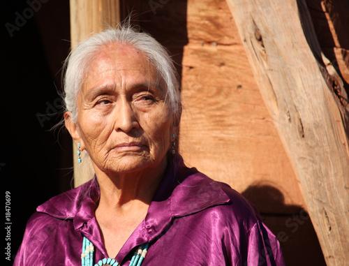 obraz PCV Piękna 77 lat stary Navajo Kobieta w podeszłym wieku