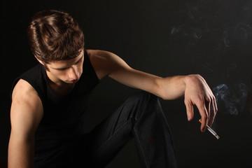 Mann beim Rauchen
