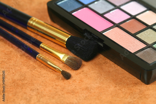 Cosmetic brushes and eye shadows