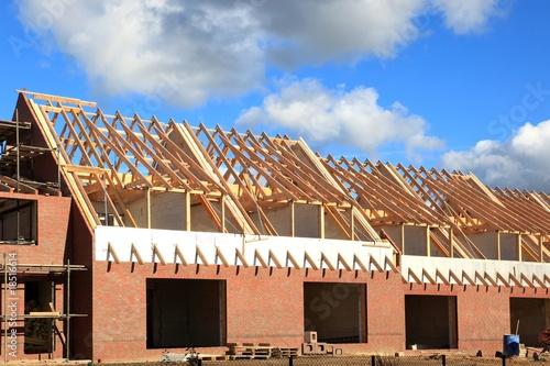 neubau dachstuhl dachbalken reihenhaus rohbau von panoramo lizenzfreies foto 18516614 auf. Black Bedroom Furniture Sets. Home Design Ideas