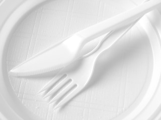 disposable dishware in black and white