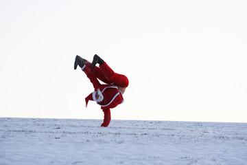 """Weihnachtsmann macht """"freeze"""" Breakdance Bewegung"""