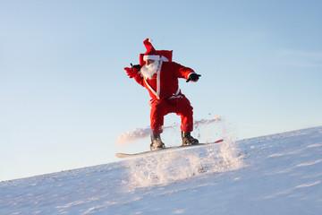 Weihnachtsmann beim Snowboarding