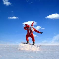 Weihnachtsmann Auf der Schanze am sonnigen Tag