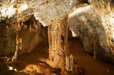 Columna en la cueva