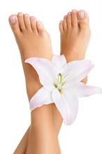 Zdrowe i eleganckie kobiece stopy