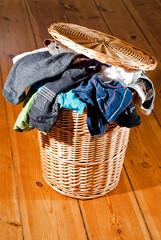 voller Wäschekorb V1