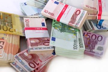 Ein großer Stapel aus Euro-Geldscheine