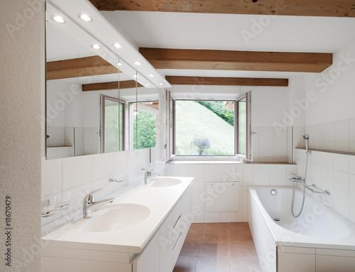 Badezimmer in landhaus stockfotos und lizenzfreie bilder auf bild 18670479 - Badezimmer landhaus ...