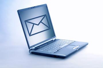 ordinateur portable ouvert messagerie
