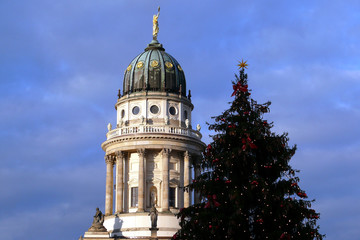 Französicher Dom und Weihnachtsbaum