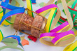Champagner Korken und Girlanden im Fasching und Karneval