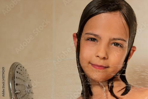 Sous la douche photo libre de droits sur la banque d 39 images image 18794249 - Epilateur electrique sous la douche ...
