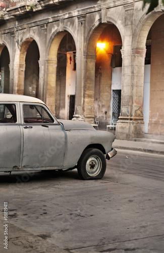 stary-samochod-w-hawanie-ul
