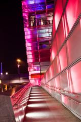 Rot leuchtendes Gebäude