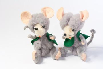 Deux souris en peluche