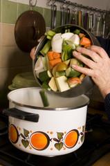 mettre les légumes dans l'eau bouillante
