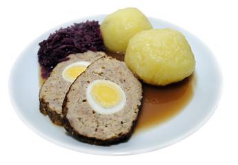 Hackbraten mit Kartoffelklößen und Rotkraut