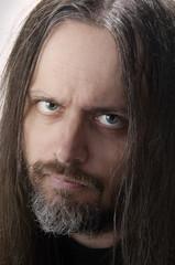 Portrait Mann mit langen Haaren