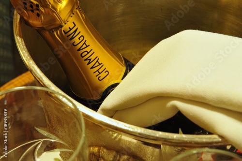 Leinwanddruck Bild Champagner im Eiskübel