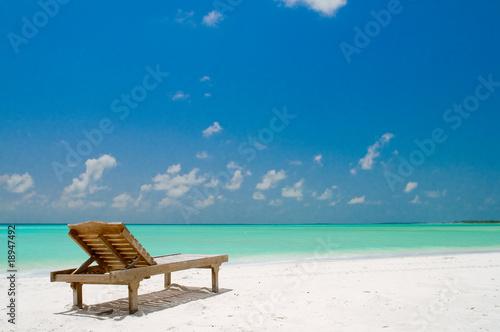 liegestuhl am strand von m rosenwirth lizenzfreies foto 18947492 auf. Black Bedroom Furniture Sets. Home Design Ideas