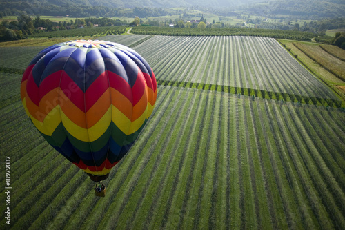 Papiers peints Montgolfière / Dirigeable Over the fields in hot air balloon
