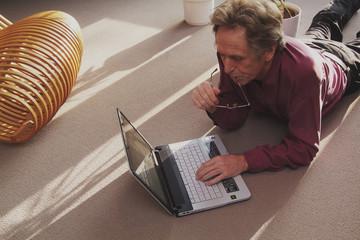 mann mit Laptop, Computer, PC