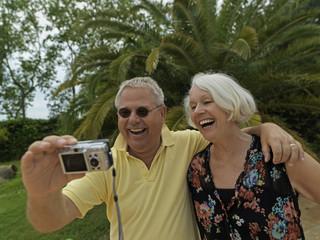 älteres Ehepaar im Urlaub, Rentner, Senioren