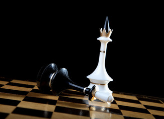 The white queen checkmate to black king