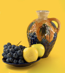 decanter with fruits
