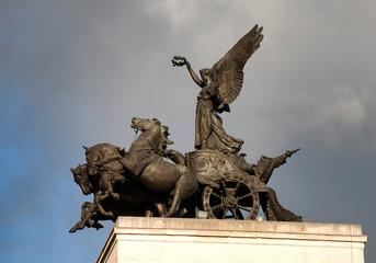 Statue at Buckingham Palace