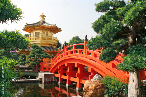 Poster Gold pavilion in Chinese garden