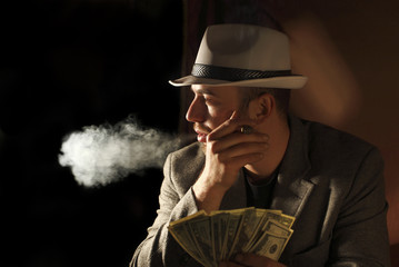 amn smoke and hold few dollars in his hand