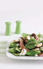 steak, spinach and mushroom salad