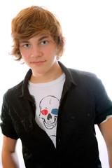 Teenager mit schwarzen Hemd